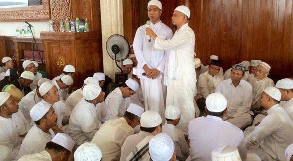 Masjid Az Zikra Bergemuruh Gema Takbir Sambut Dua Mualaf Yang Mantap Bersyahadat