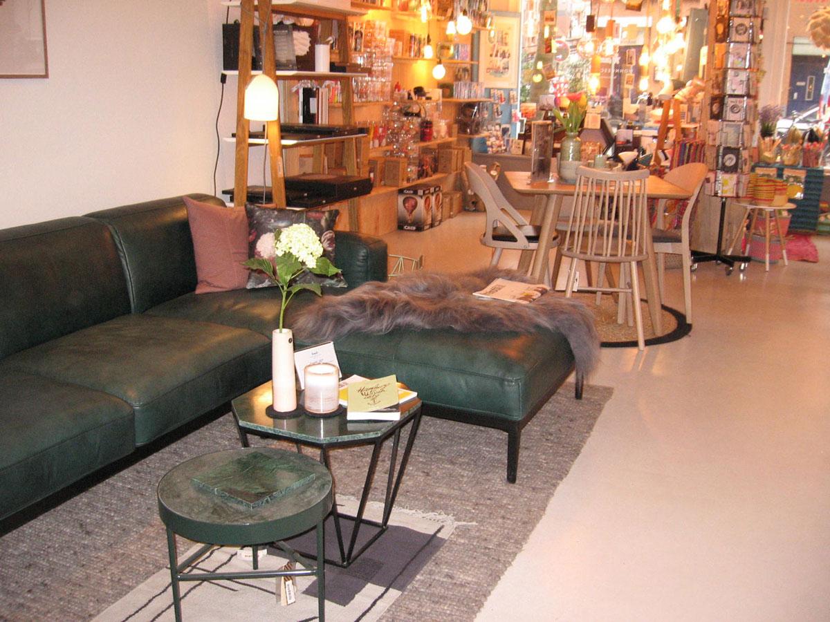 zwei linden vor dem haus mal angesehen wohngeschwister. Black Bedroom Furniture Sets. Home Design Ideas