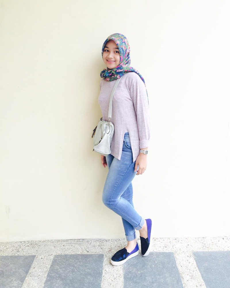 Celana Jeans ketat dan Hijab jilbab printing manis