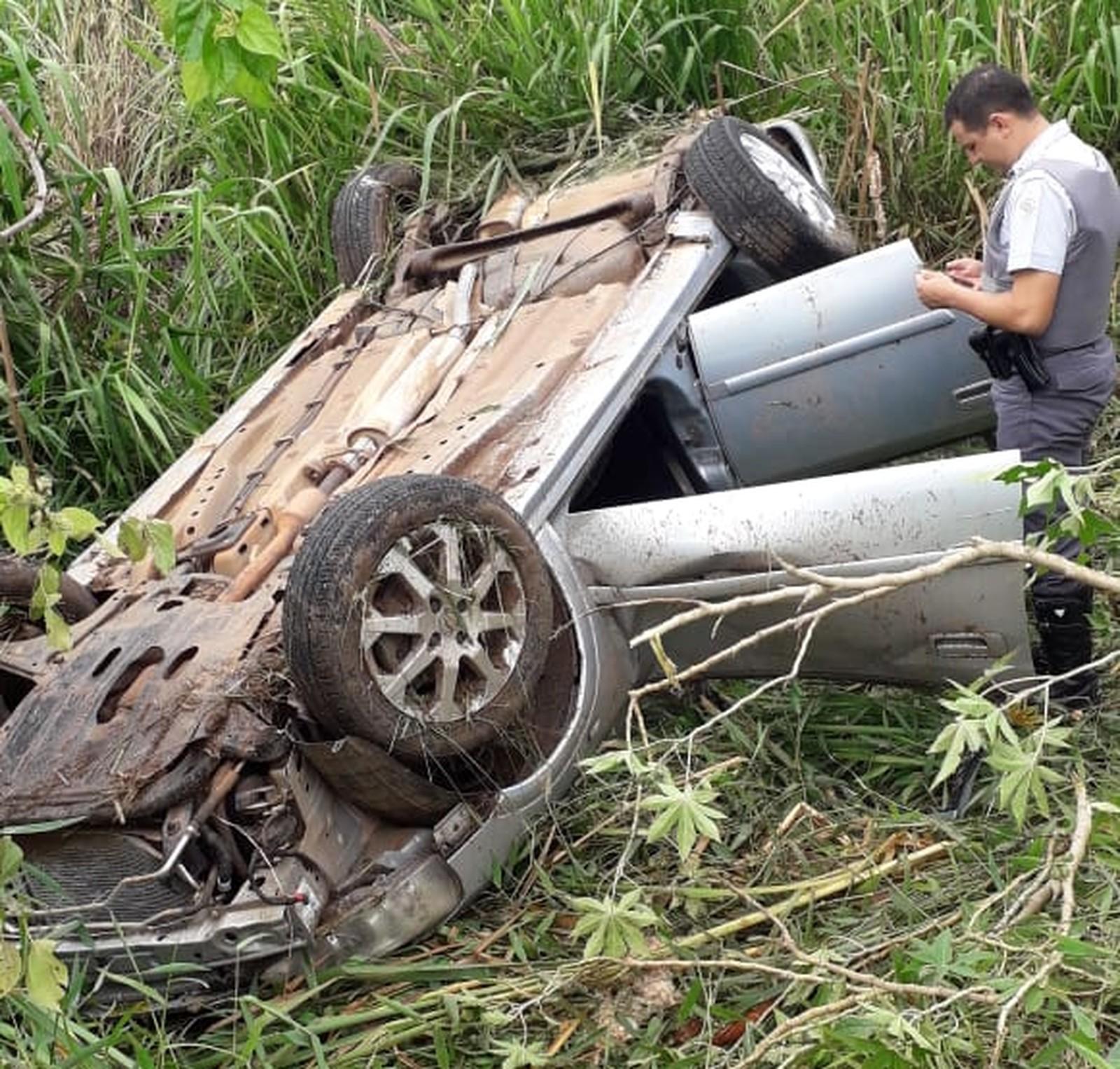 Homem morre após capotar carro em rodovia de Novo Horizonte