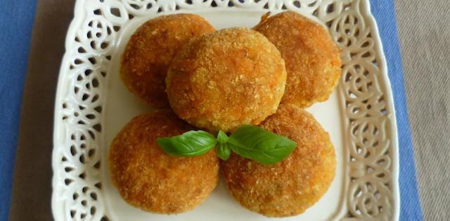 """Вкусно, полезно и не поправишься: рецепт """"детсадовских"""" морковных котлет с манкой"""