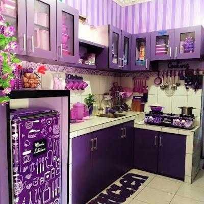 gambar dapur sempit warna ungu