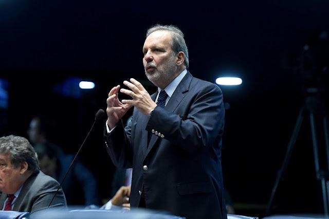Ex-senador Armando Monteiro é contra a vacinação privada