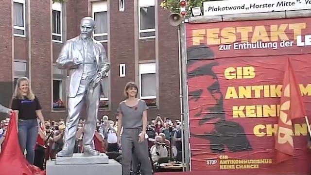 Γερμανία: Δίμετρος ανδριάντας του Λένιν ανεγέρθηκε στο Γκελζενκίρχεν
