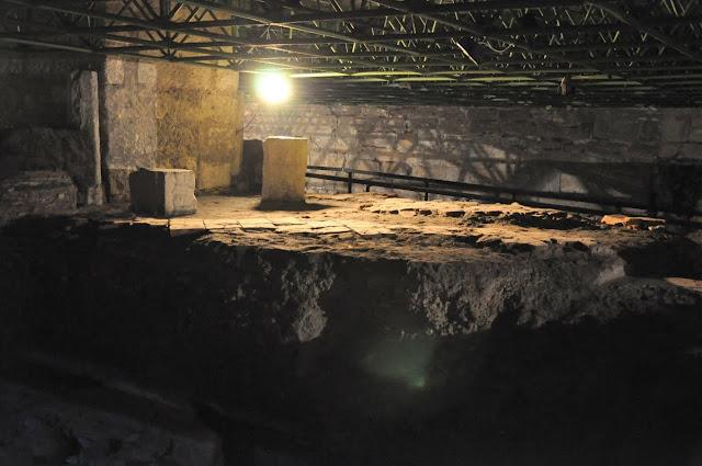 Wiślica - relikty drugiego kościoła w rezerwacie archeologicznym w podziemiach kolegiaty wiślickiej