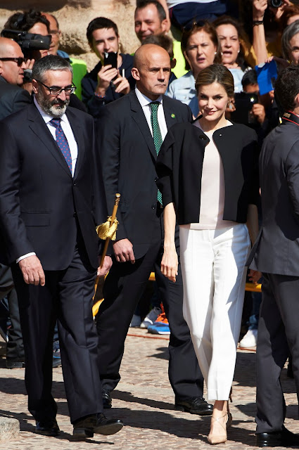Queen Letizia visits City Hall and House of Culture of Villanueva de los Infantes. Queen Letizia wore Zara Coat and Magrit Sandals.