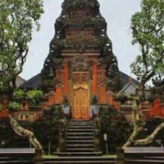 Pura tempat ibadah umat agama Hindu