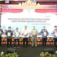 Presiden Jokowi Serahkan 124.120 Sertifikat Tanah Objek Reforma Agraria Tahun 2021, Provinsi Lampung Mendapat 21.541 Sertifikat untuk Masyarakat di 7 Kabupaten