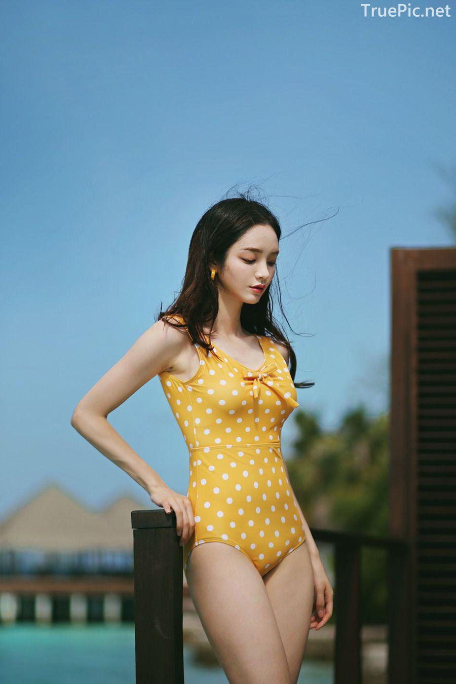 Korean fashion model Jeong Hee - Everyone once a monokini - Picture 6
