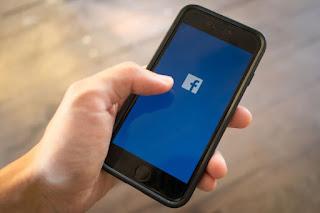 Terkait Konten Negatif, Pemerintah Bakal Denda Facebook & Twitter