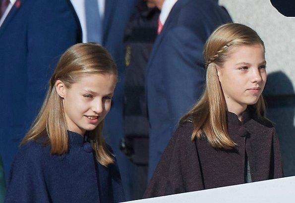 Queen Letizia wore Carolina Herrera red dress and clutch, Magrit pumps. Princess Leonor, Infanta Sofía and Queen Sofia