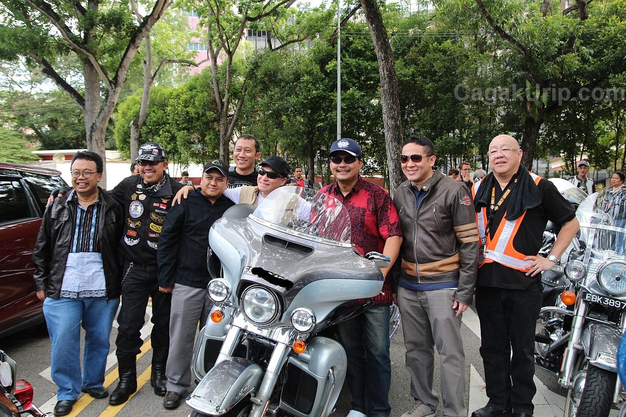 Foto bersama Bapak Dubes Ngurah Swajaya dan Mr. Amrin Amin