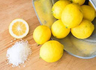 Memutihkan wajah dengan Garam dan Lemon
