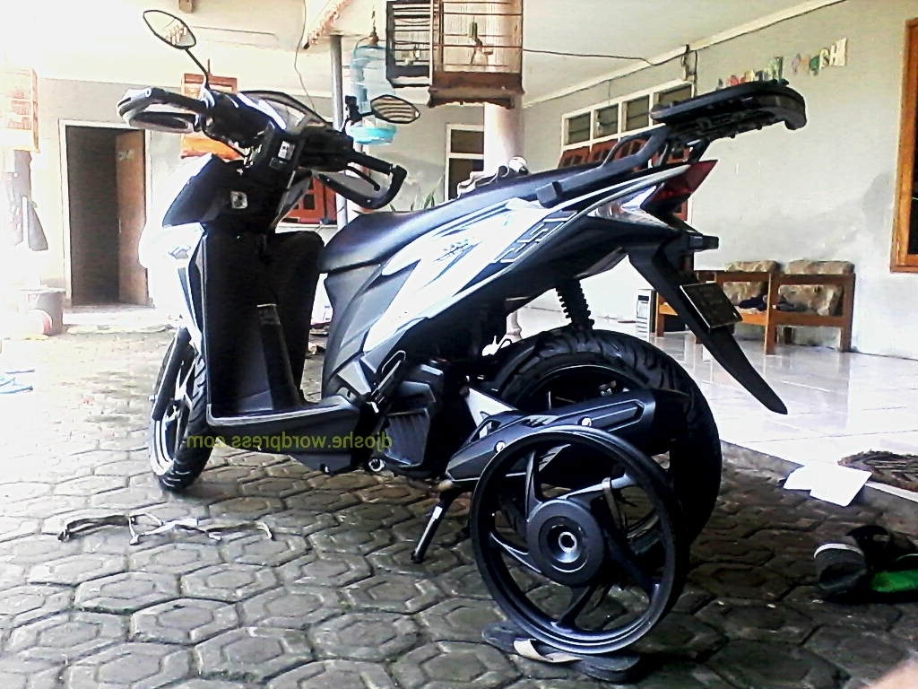 Download Ide Modifikasi Motor Vario 125 Low Rider Terkeren Velgy Motor