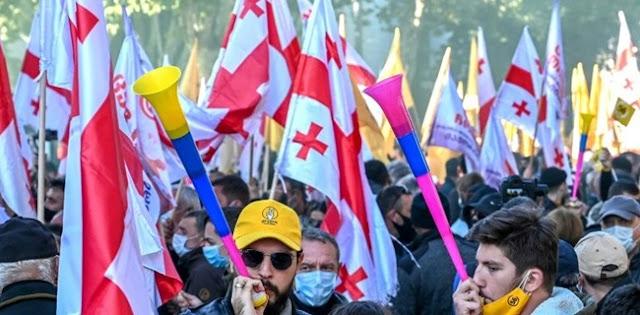Tak Puas Dengan Hasil Pemilu, Ribuan Pendukung Partai Oposisi Georgia Tuntut Pemungutan Suara Ulang