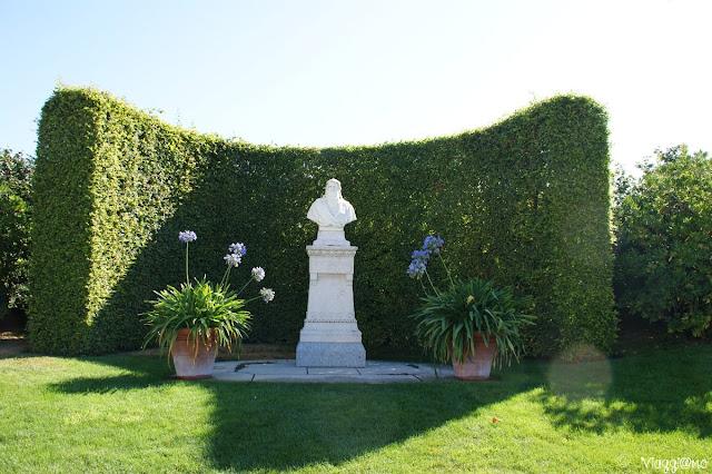 Il Busto di Da Vinci nei giardini del Palazzo Reale