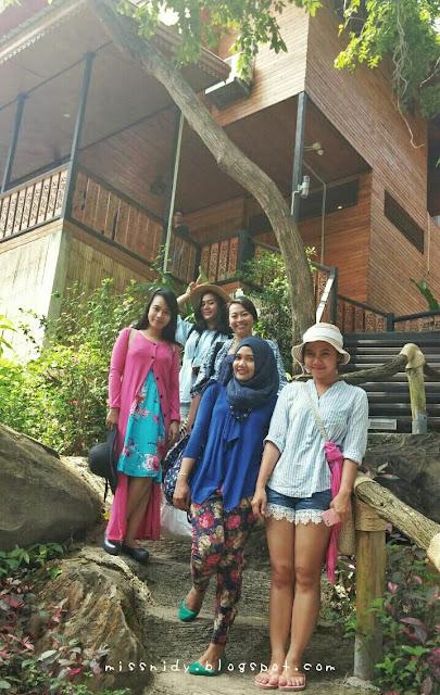 menginap di phi phi island