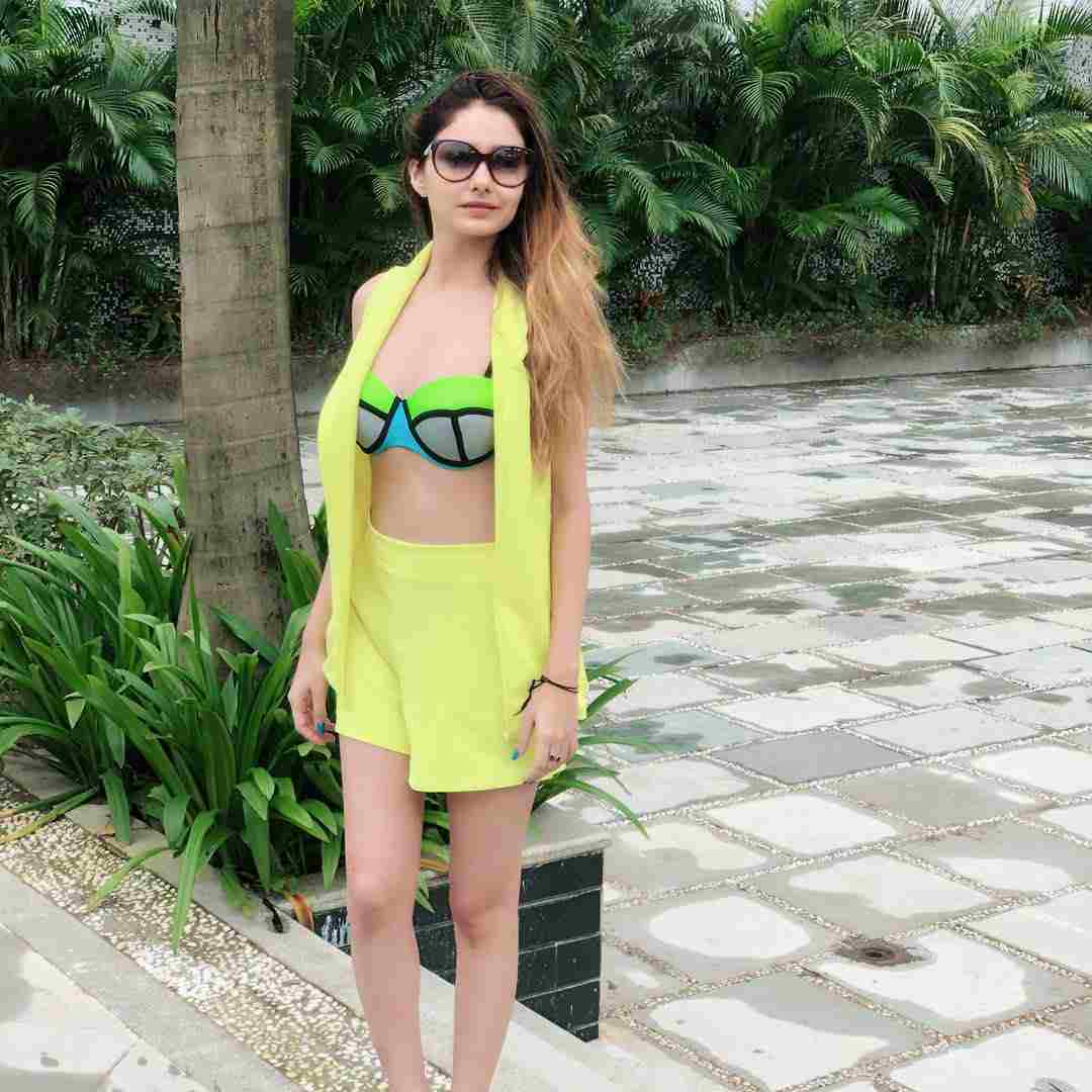 Hot Images Indian Model Leena Jumani