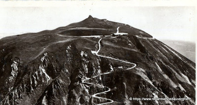 Photo ancienne noir et blanc : sommet du Puy-de-Dôme.