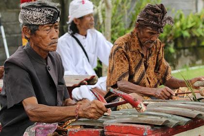 Kesenian Tradisional Wayang Kulit Bali