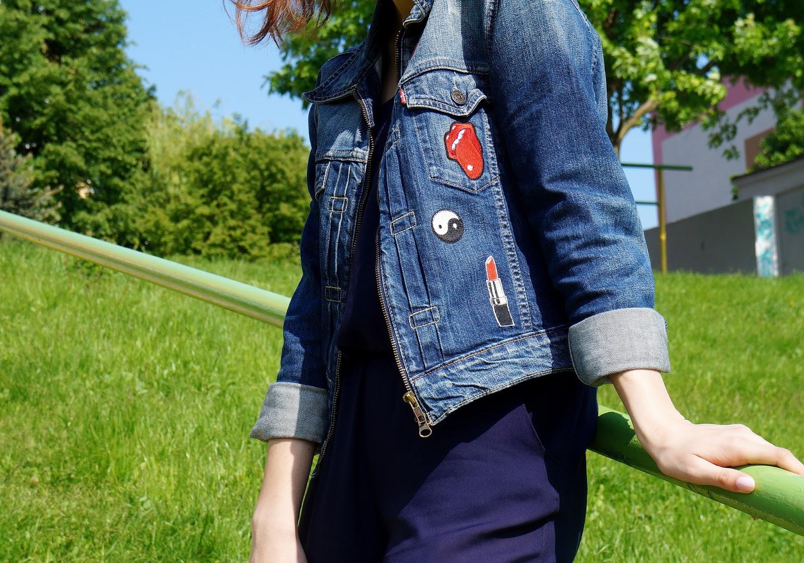 kurtka dżinsowa z naszywkami outfit
