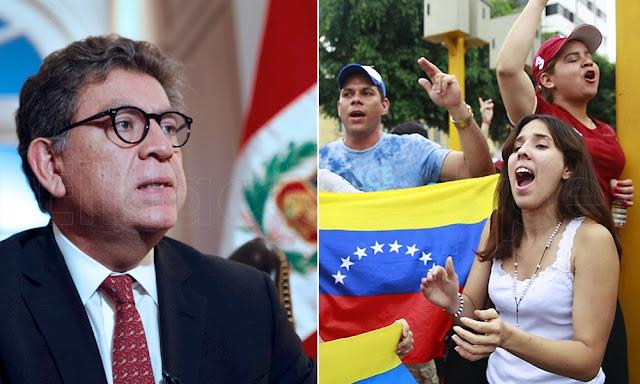Gustavo Meza-Cuadra, entregan apoyo económico a venezolanos en situación de pobreza en Perú