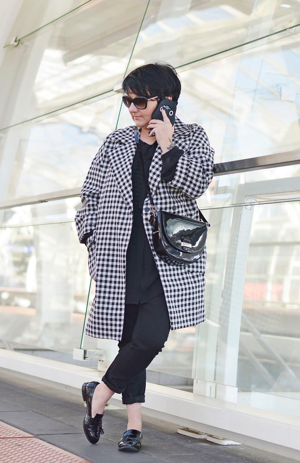 Blackand white style, black and white stylisation, black and white Zara coat