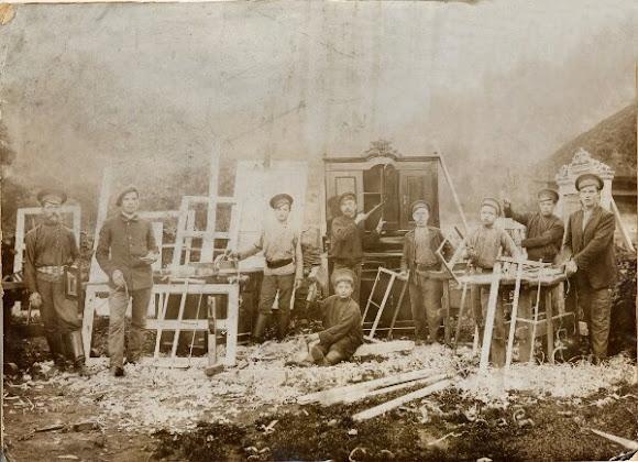 Конотоп. Робітники столярного цеху залізничних майстернь