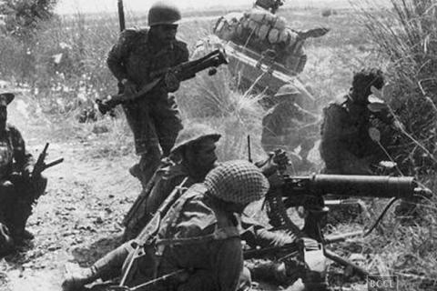 क्या आपने देखी हैं 1965 भारत-पाकिस्तान युद्ध की ये खास तस्वीरें ?