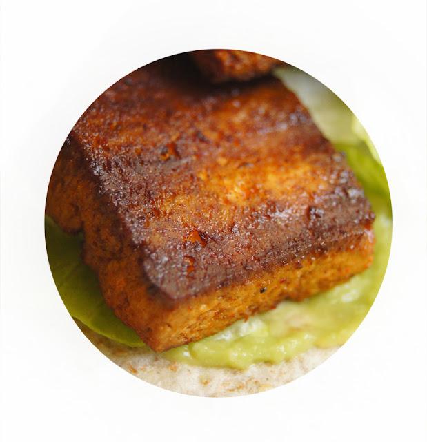 przepis na grillowane tofu w marynacie paprykowej o posmaku wędzonki