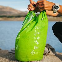 Wash bag scrubba permet de laver son linge avec très peu d'eau.