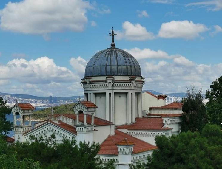 istanbul adalar gezilecek yerler aya yani kilisesi
