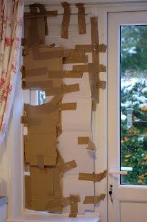Indoor bird hide made of cardboard
