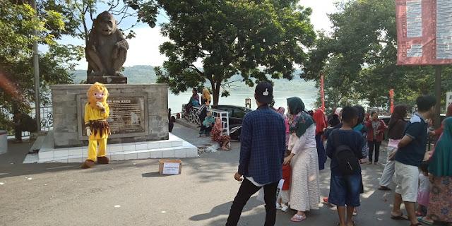 Kisah Goa Kreo, Menurut Warga - patung hanoman
