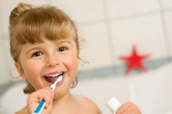 Anak Menggosok Gigi