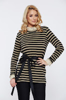 Pulover PrettyGirl crem casual tricotat cu dungi accesorizat cu cordon • PrettyGirl