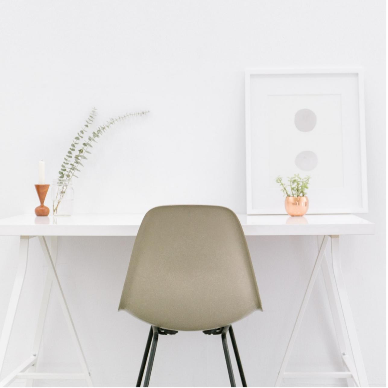 Contoh meja kantor minimalis