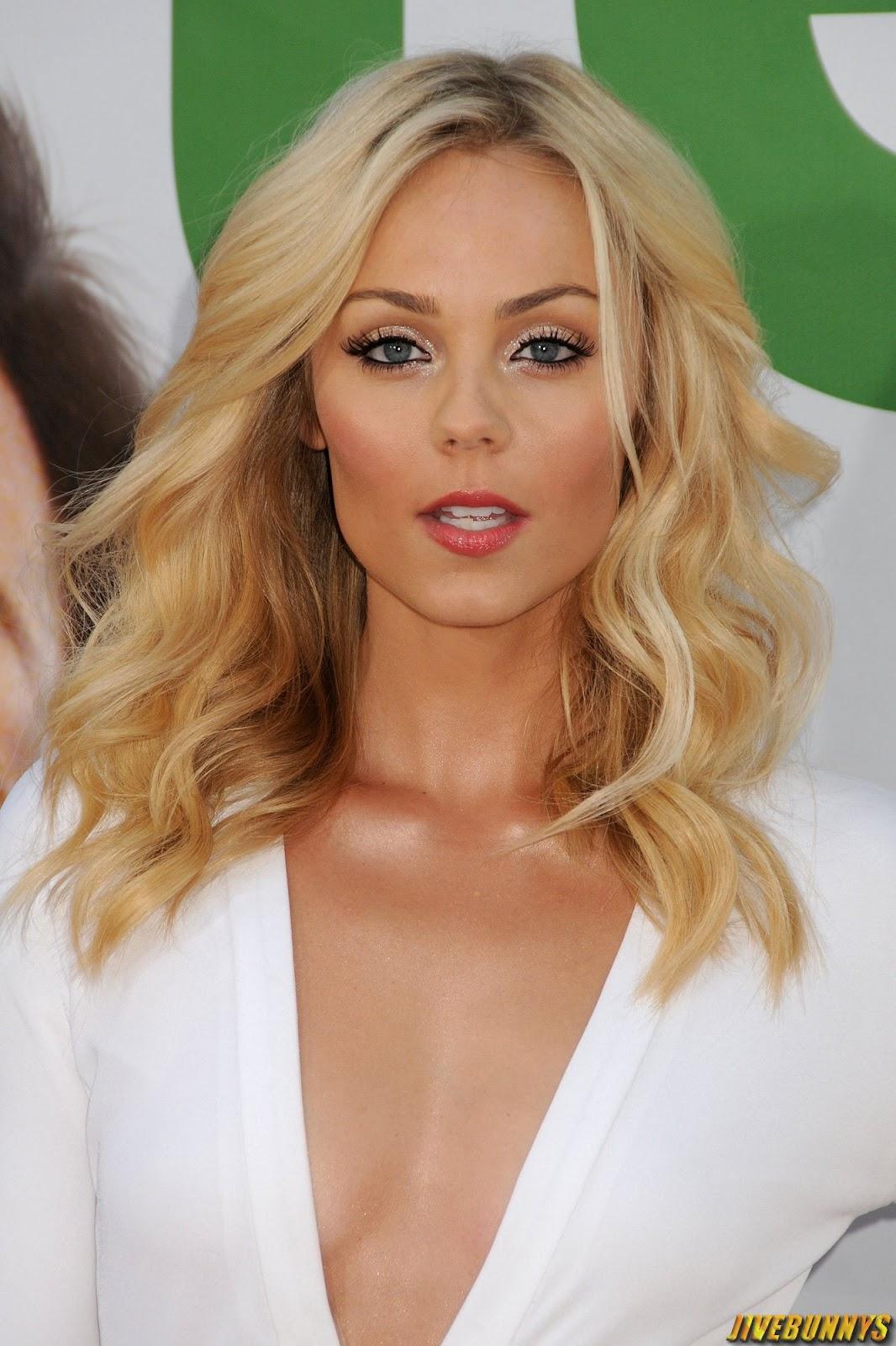 Sexy Blonde Actress 113