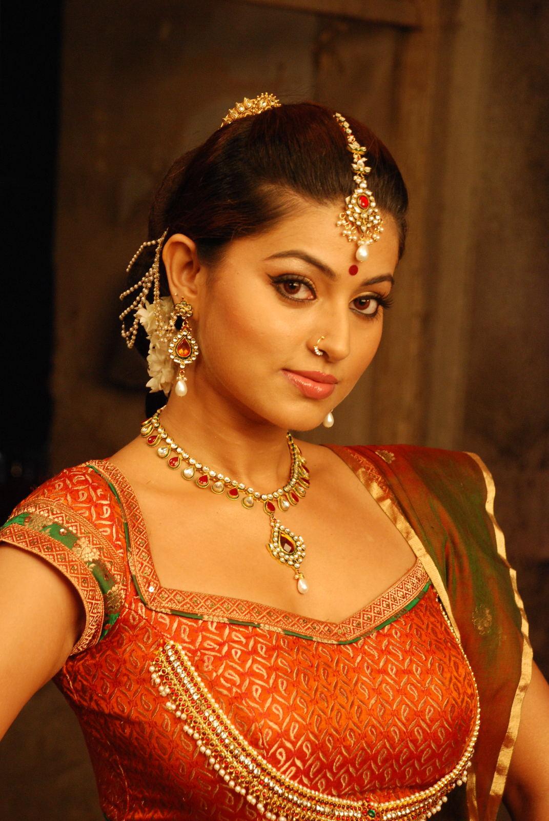 Tamil Actress Gorgeous Sneha Beautiful Hot Stills Ponnar ...