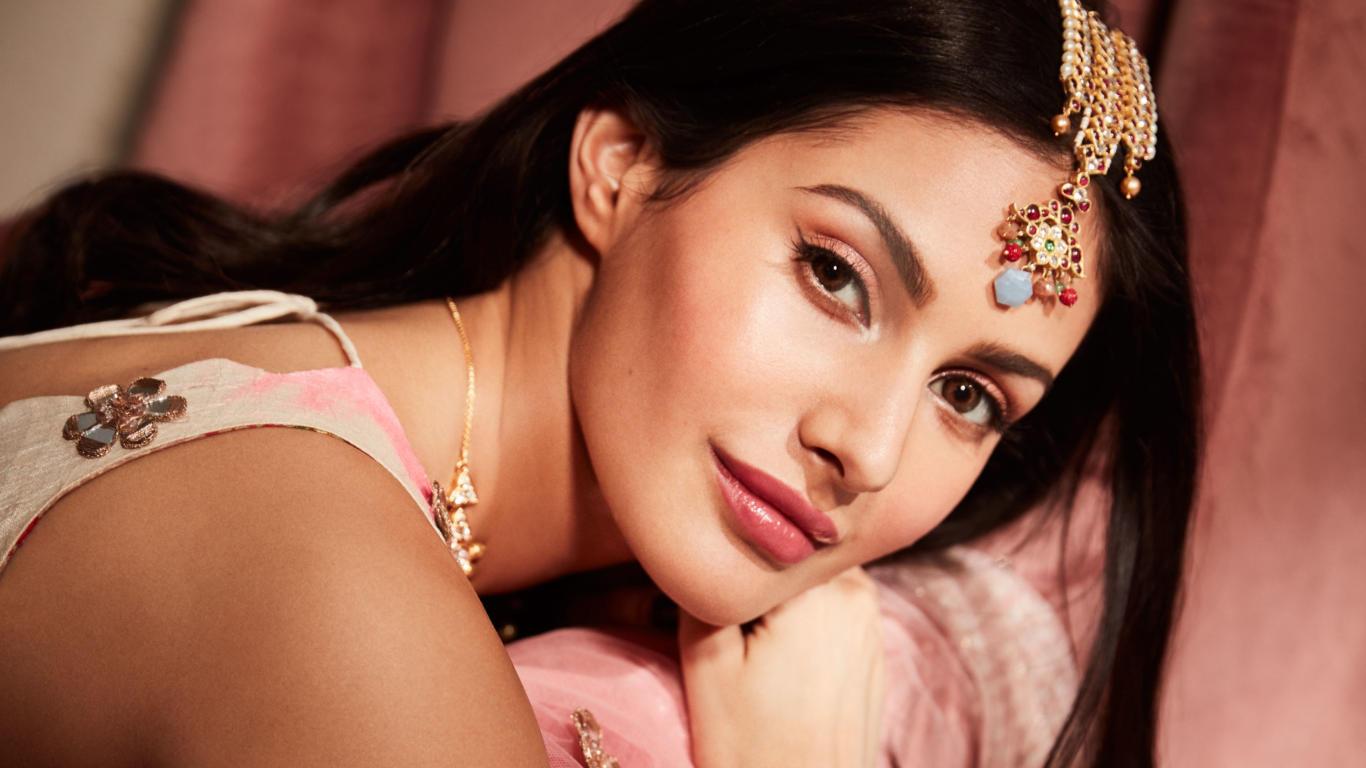 Amyra Dastur Bollywood Actress HD Wallpaper