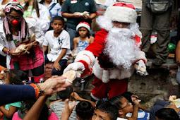 Aksi Sinterklas Berbagi Di Pemukiman Kumuh Venezuela