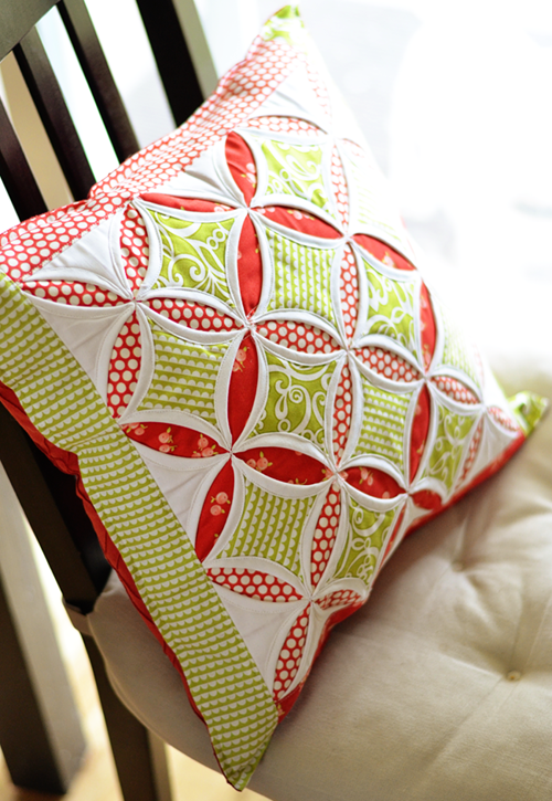 Cathedral Window Pillow - Tutorial