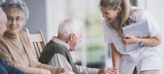 Tips Menentukan Perawat Lansia Yang Profesional