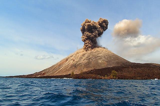 Image result for Gambar Pulau Krakatau