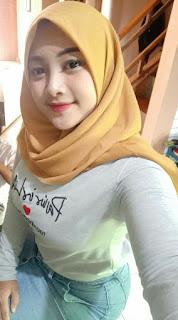 Cewek cantik hijab ketat