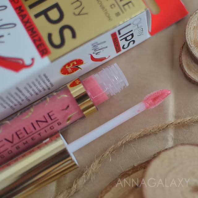 Блеск для губ Eveline Cosmetics OH! My Lips Lip Maximizer Chili оснащен удобным спонжиком в виде сердечка
