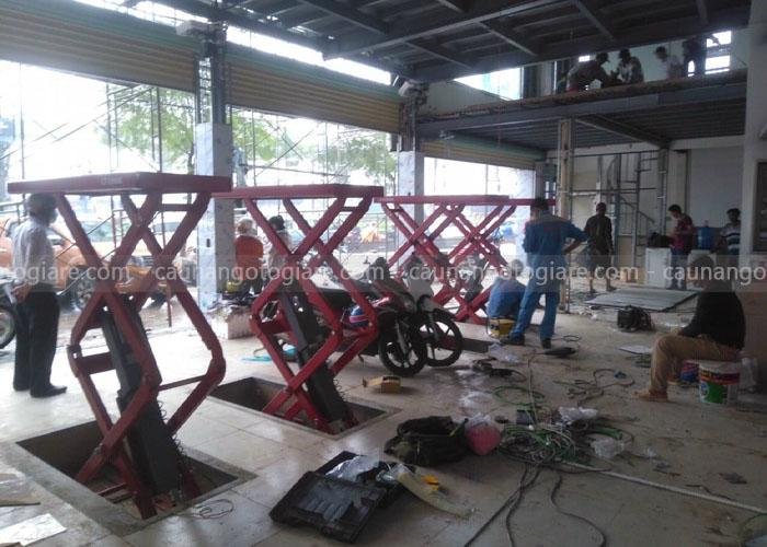 cầu nâng cắt kéo cũ