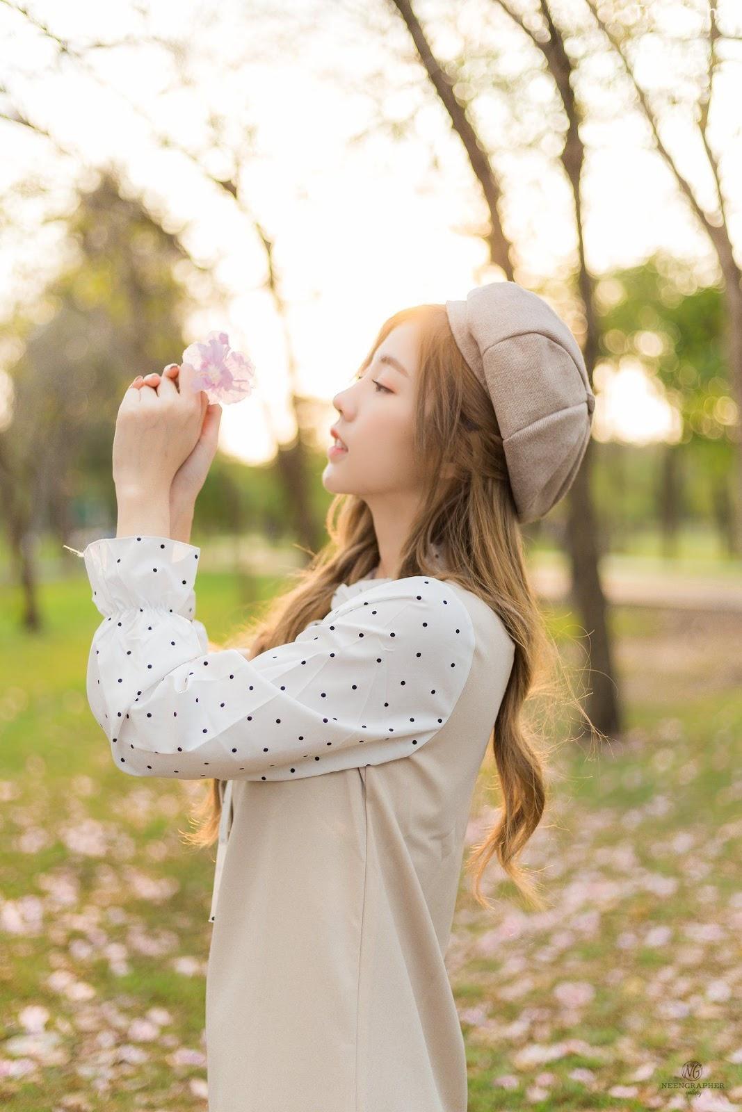 Thailand cute model Nilawan Iamchuasawad - Beautiful girl in the flower field - Photo by จิตรทิวัส จั่นระยับ - Picture 4