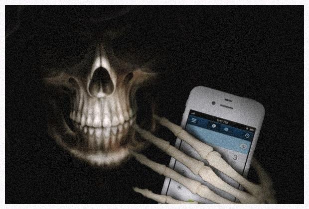 Morte segurando celular