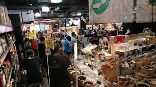 https://commons.wikimedia.org/wiki/File:Long_lines_at_B.I.G._supermarket_in_Publika_Kuala_Lumpur_during_Corona_virus_lockdown_01.jpg